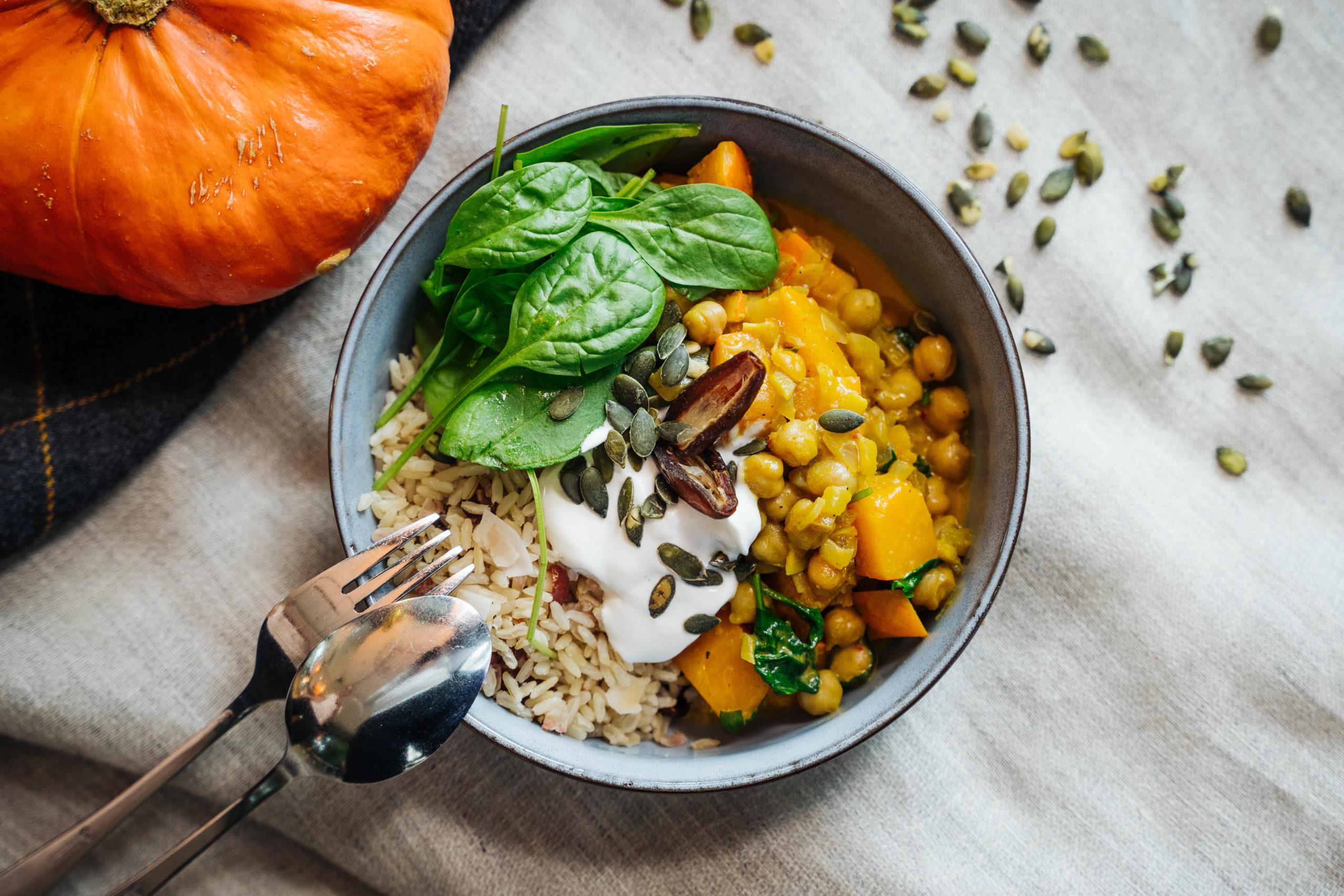 nude vegan restaurant augsburg cafe bowls bowl kürbis kichererbsen curry